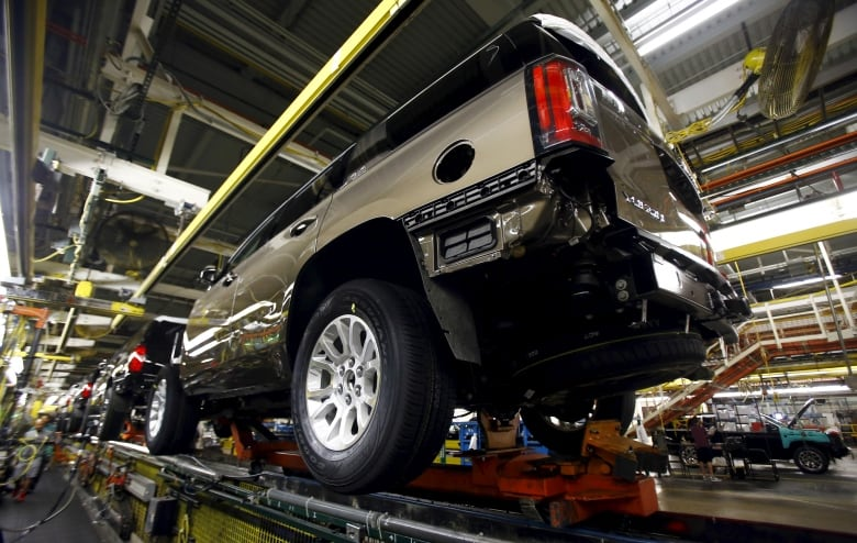 gm suvs - Talks set to resume between General Motors, UAW but no deal yet
