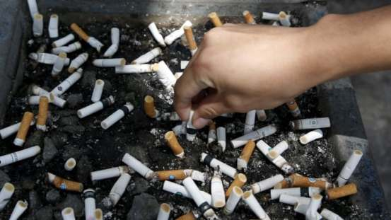 Eliminating triggers that make people desire a cigarette when quitting, such as an ashtray, is part of the Guide to Quit program.
