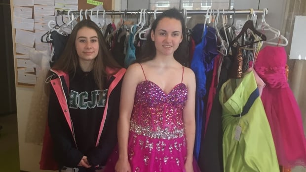 Glamour On A Shoestring Second Hand Prom Dresses Big Draw At