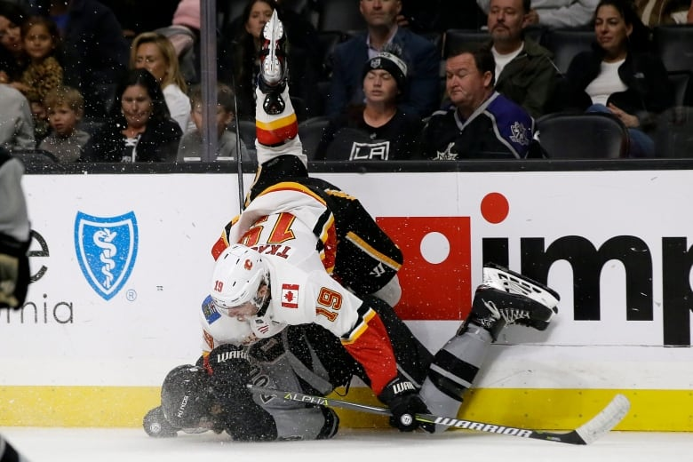flames kings 101919 - Kings douse Flames with explosive 2nd frame to snap losing skid
