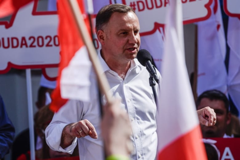 Incumbent ahead in Polish presidential election, late exit poll shows 5