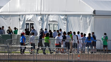 U.S. government urged to do more to reunite 545 migrant children with families