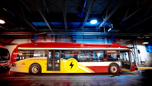What cities can learn from the biggest electric bus fleet in North America (Yes, it's Canadian) | CBC News