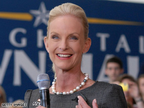 A new poll shows Americans see Cindy McCain in a more positive light than Michelle Obama.