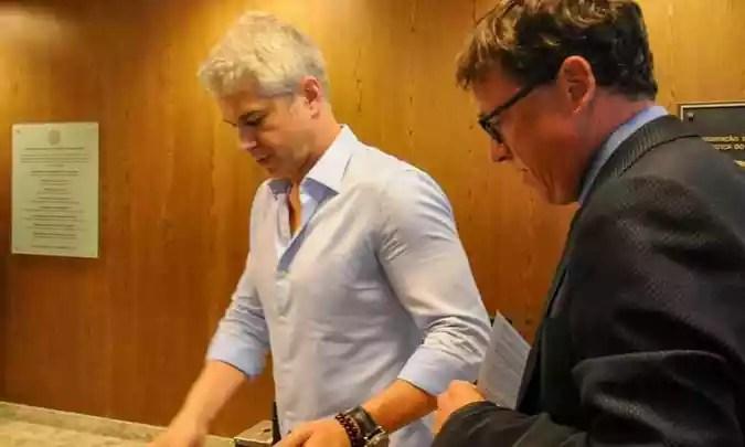 Gustavo Henrique Belo Correia compareceu ao TJMG acompanhado de seu advogado (foto: Leandro Couri/EM/D.A. Press)