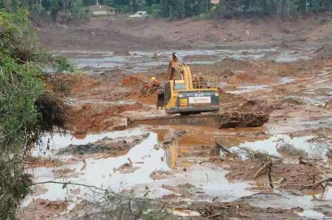 Trabalho de resgate em Brumadinho: medo de que a tragédia se repita se espalha pelo estado(foto: Paulo Filgueiras/Estado de Minas)
