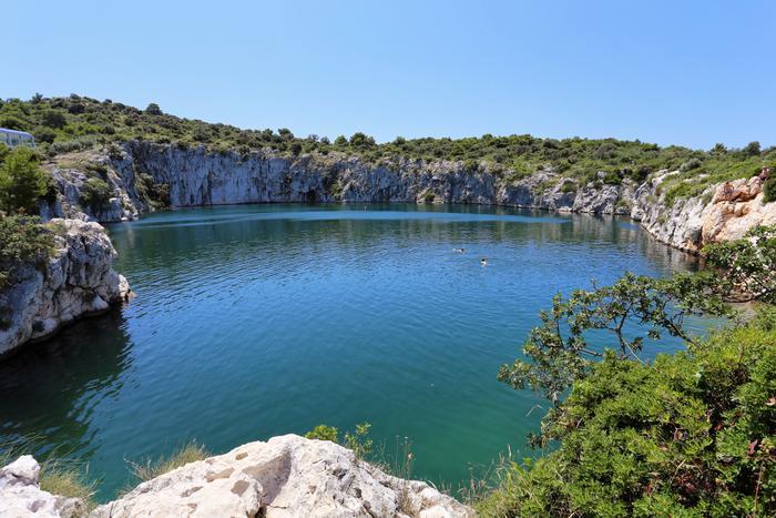 Il Segreto Dellocchio Del Drago Un Lago Misterioso
