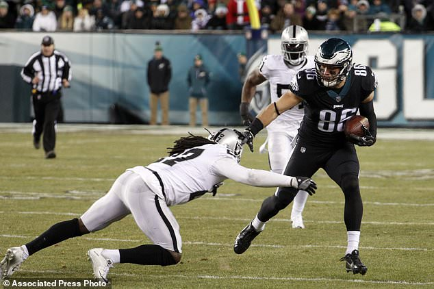 Philadelphia Eagles' Zach Ertz in action during the first half of an NFL football game against the Oakland Raiders, Monday, Dec. 25, 2017, in Philadelphia. (AP Photo/Chris Szagola)