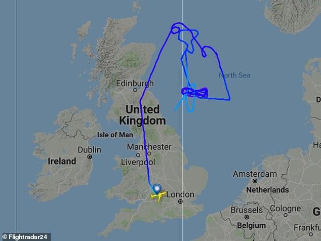 Ein Flugmuster des RAF-Betankungsflugzeugs zeigt sich über der Nordsee. Es wird angenommen, dass es Typhoon-Jets unterstützt, die den britischen Luftraum patrouillieren