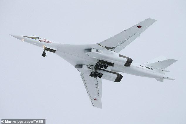 """Russische Websites behaupteten Tupolew Tu-160, sogenannte """"Blackjack-Bomber"""" seien ebenfalls in der Luft"""