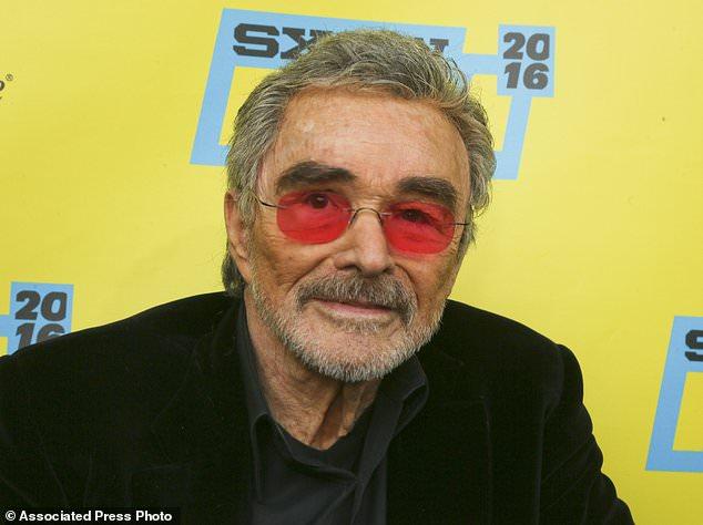 FILE - Dans cette photo d'archive du 12 mars 2016, l'acteur Burt Reynolds apparaît à la première mondiale de