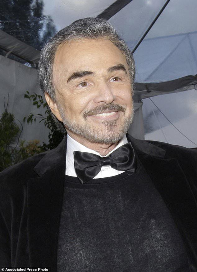 FILE - Dans cette photo d'archive du 27 janvier 2008, Burt Reynolds apparaît à Los Angeles. Reynolds, qui a joué dans des films dont