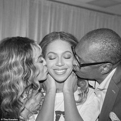 Beyonce pose with her father in new photo