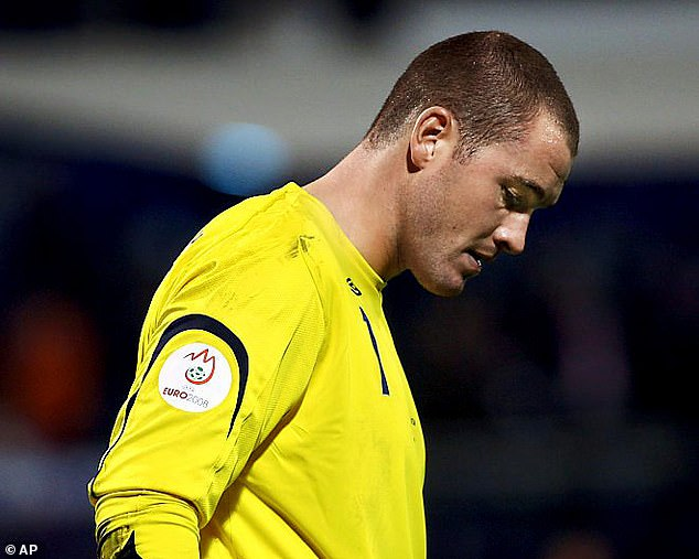 Paul Robinson was left dejected after his error helped hand Croatia a 2-0 win in 2006