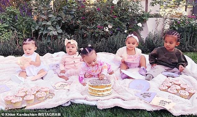 Prochaine génération: Khloe a célébré le sixième anniversaire de True, la deuxième à gauche, avec une soirée «Cousin Cupcake Party !!! Garder le contact avec les Kousins 'montrant les tout-petits de la famille Kardashian
