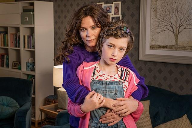 """Aktivisten haben gesagt, dass ITVs neue Show """"Butterfly stare Anna Friel"""" (im Bild) eine """"Werbung"""" für Aktivisten ist, die Kinder beim Geschlechtswechsel unterstützen"""