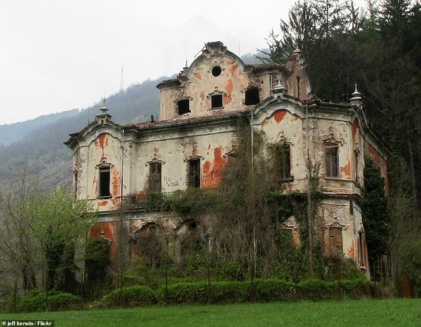 Villa de Vecchi is in the town of Cortenova in the northern Italian mountains - it's now known as a 'ghost mansion'