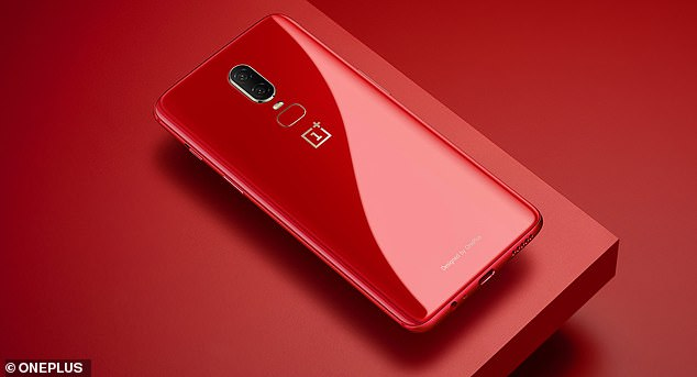 OnePlus presented its latest smartphone, the OnePlus 6T, at an event in New York City on Monday. It has an in-display fingerprint sensor and a consumer-friendly price of $ 549