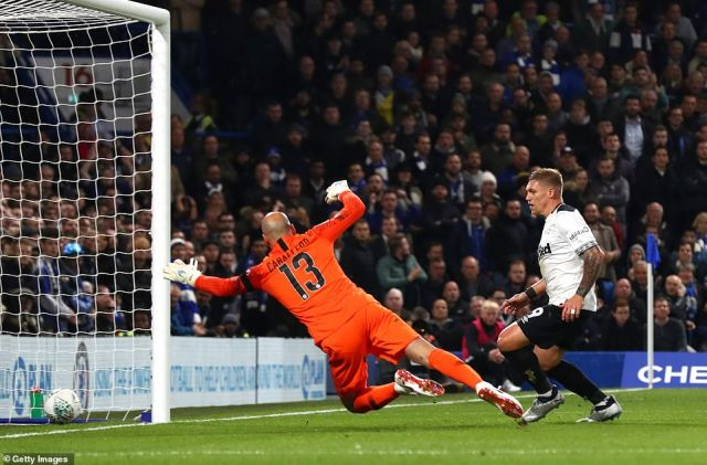 Derby'sMartyn Waghorn scores his team's second goal past Chelsea goalkeeper Willy Caballero to make it 2-2 in first half