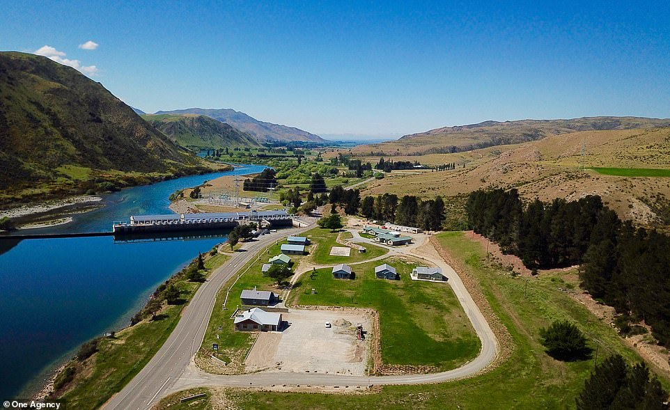 After the dam was automated and the workers were no longer needed, the residents began to move away from Lake Waitaki Village, and in 1989 it was completely abandoned