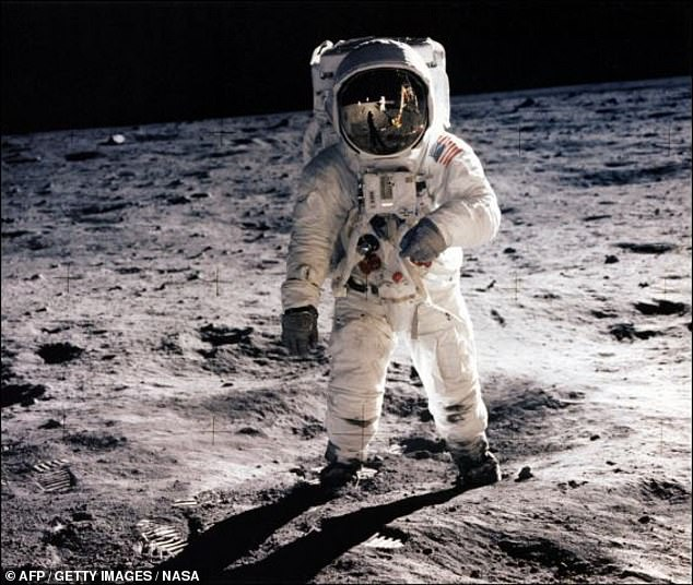Interest in the Apollo missions has risen again as NASA held festivities in October on the occasion of the 50th anniversary of the program. This picture Buzz Aldrin, which ran in 1969 on the lunar surface near the leg of the lunar module (picture photo)