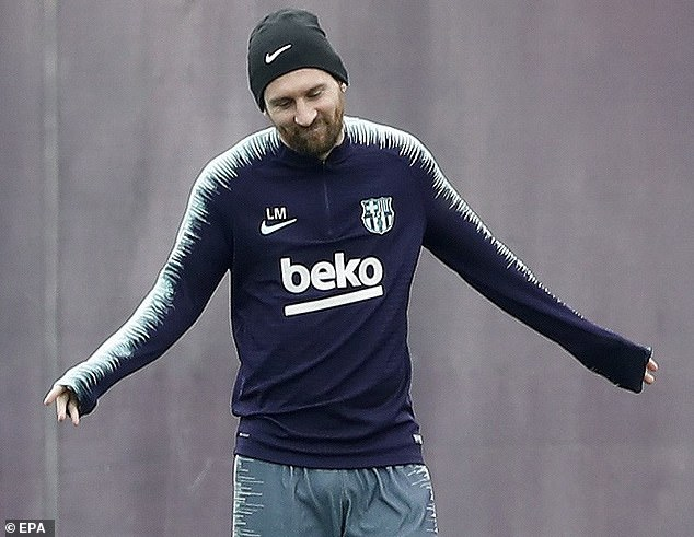 Messi looked in good condition two weeks after breaking his arm, but he is not expected to play