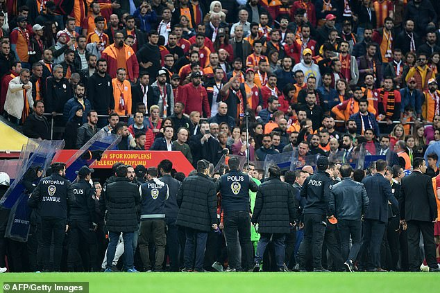 The police were called to give the pitch to the hostility around the stadium