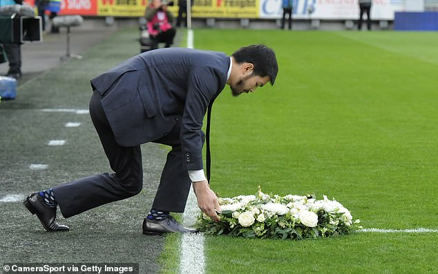The son of Vichai Srivaddhanaprabha, Aiyawatt, puts a wreath on the playing field to remind him of his father