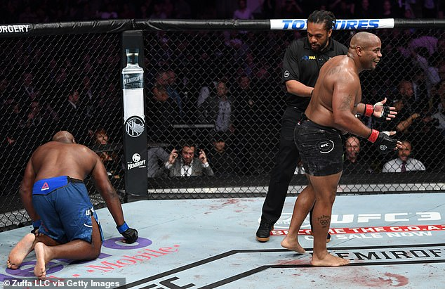 The American proved too strong for Derrick Lewis, who won with an assist in the second round