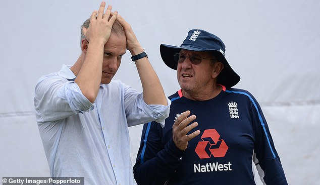 English selector Ed Smith straightens his hair as he talks to Trevor Bayliss in Galle