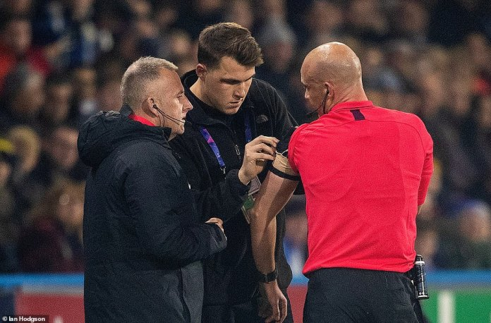 Referee Anthony Taylor had to change the batteries in his head during the first phase of the Premier League encounter