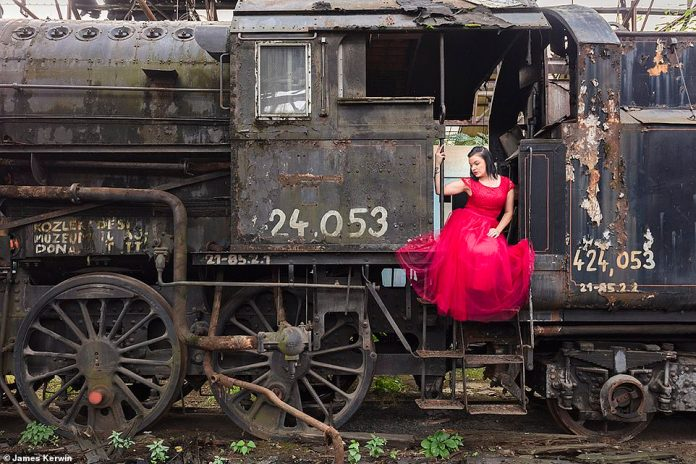While the two were in Hungary, they came across an abandoned Soviet train to oppose it