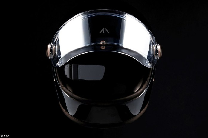 The Zenith helmet displays speed, turns and navigation directions on the small screen in front of the visor so that the driver has all the important information in view - similar to the Iron Man helmet from the famous Marvel films