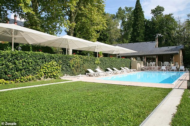 Leisure time: There is a heated swimming pool in the extensive grounds of the chateau