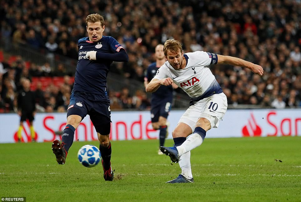 Previously, Kane scored the equalizer for Tottenham after the home side had gradually put pressure on the defense