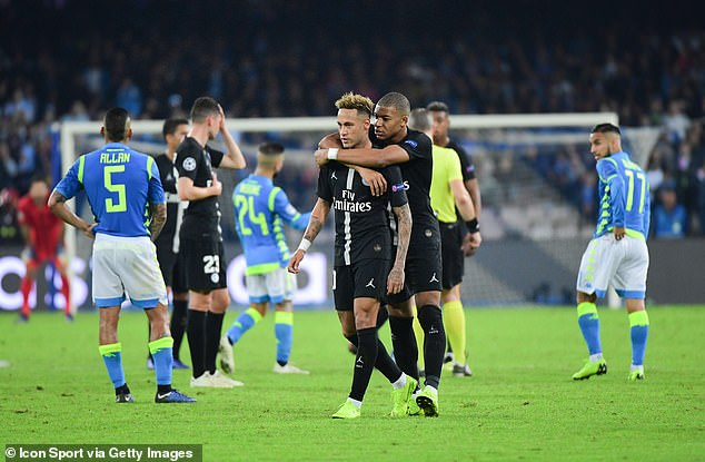 Mbappe takes Neymar away from Kuipers after complaining about a decision