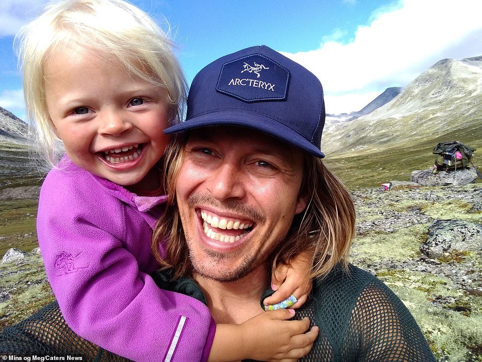 Alexander Read and his three-year-old daughter Mina, who spent their days climbing mountains and roaming the Norwegian wilderness