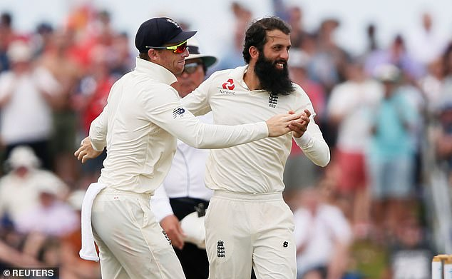 Moeen Ali celebrates with Jos Buttler after taking Dimuth Karunaratne's wicket