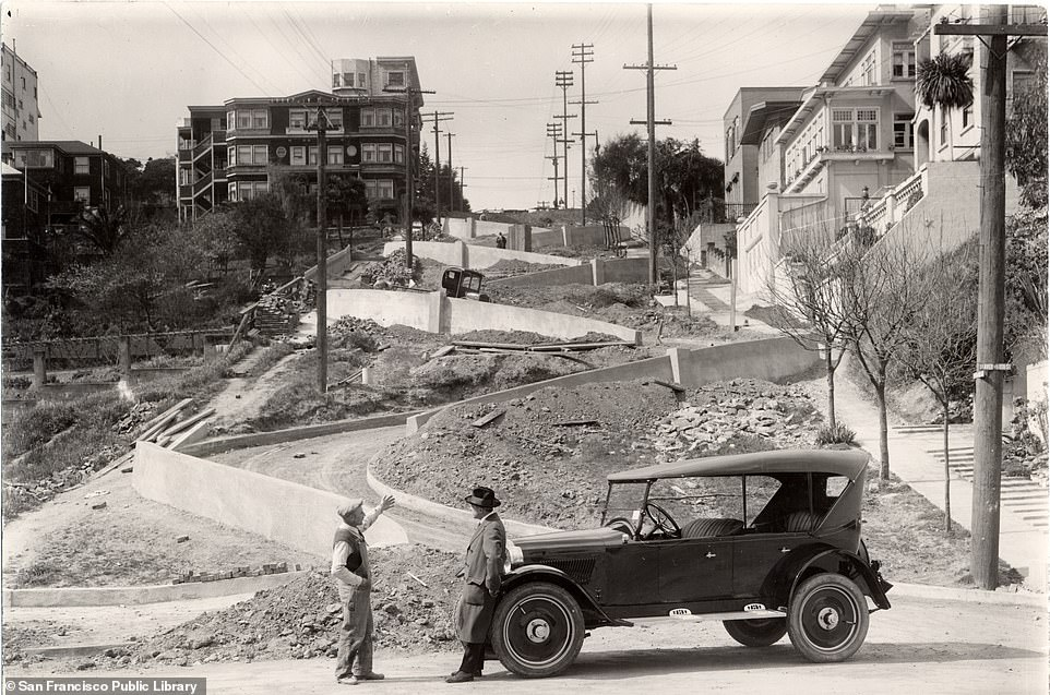 Lombard Street is famous for its steep hairpin bends. It is depicted in 1922 as it is built