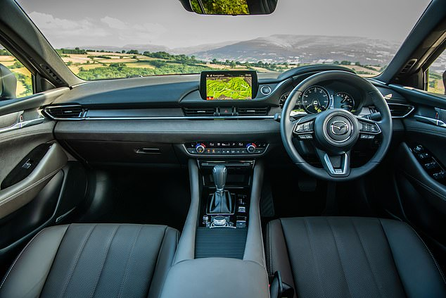 The Mazda6 sedan and tourer with the British debut of a 2.5-liter, 4-cylinder, 194 hp (PS) engine costs between £ 30,795 for the sedan and £ 31,695 for the estate