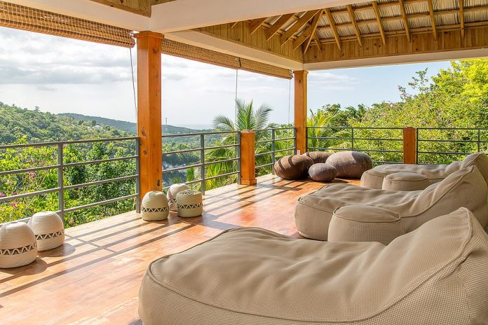 Anthony Joshua is located in the area of Montego Bay, Jamaica, staying in a luxurious luxury villa