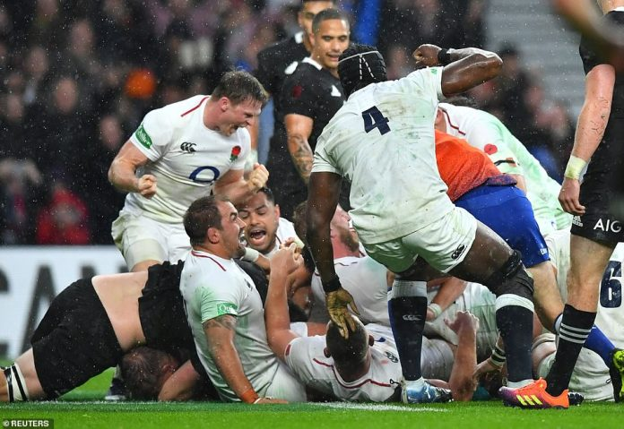 Hartley (hidden) went further in the first half of the match to extend England's lead over New Zealand in the international autumn