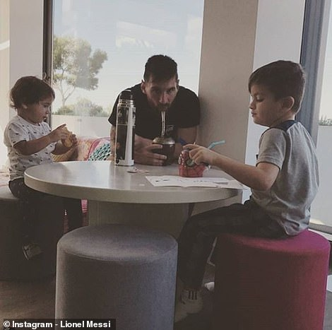 He breakfasts with Thiago and Mateo