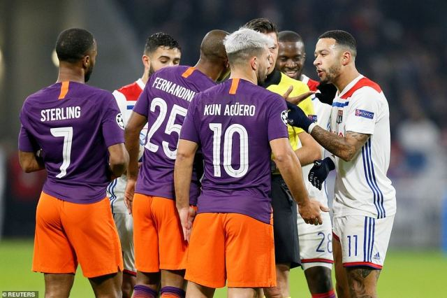 Former Manchester United winger Memphis Depay argues with City players during a tight first half on Tuesday