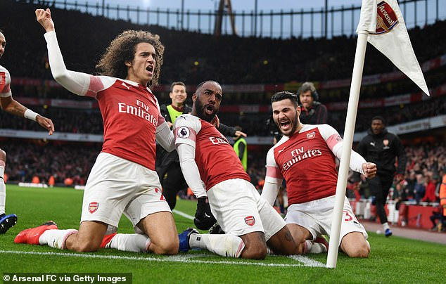 Arsenal saw off rivals Tottenham in an enthralling 4-2 victory on Sunday without Ozil