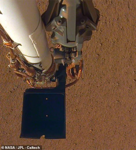 The lander snapped a new image of his robotic arm, this time showing a much clearer vision