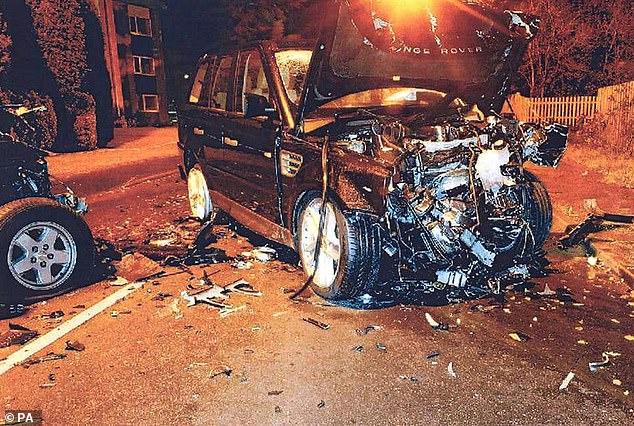 Ein Foto, das von der CPS des Range Rovers nach der Kollision vom Sohn des Millionärs gefahren wurde. Der 31-Jährige wurde 18 Monate nach dem Zusammenbruch wegen gefährlichen Fahrens verurteilt und zu 21 Monaten Gefängnis verurteilt