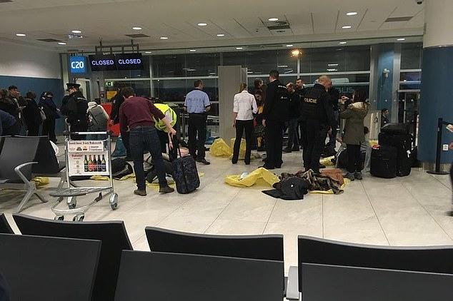 Fluggäste an Bord eines Fluges von Manchester nach Prag wurden wegen eines Bombenanschlags evakuiert