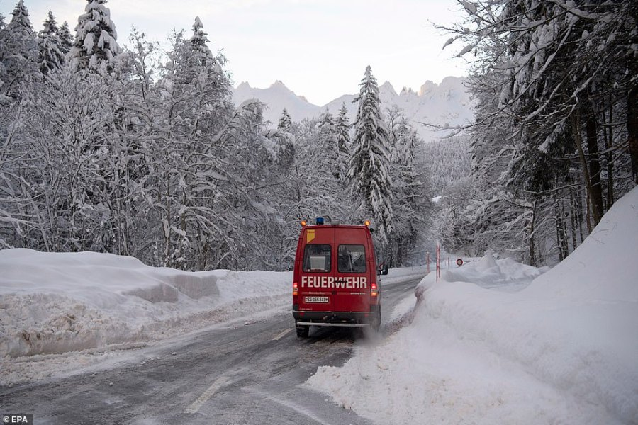 The road to Hundwil was closed after an avalanche came down,  burying cars and part of the restaurant of Hotel Santis
