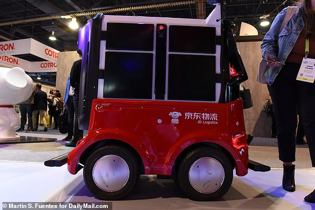 JD.com's delivery robot can transport up to six packages autonomously at the same time. The Chinese company has deployed the devices on university campuses and plans to bring these to elsewhere soon
